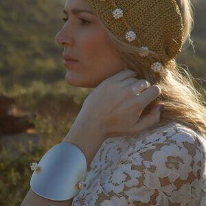 woman pearls bracelet gold