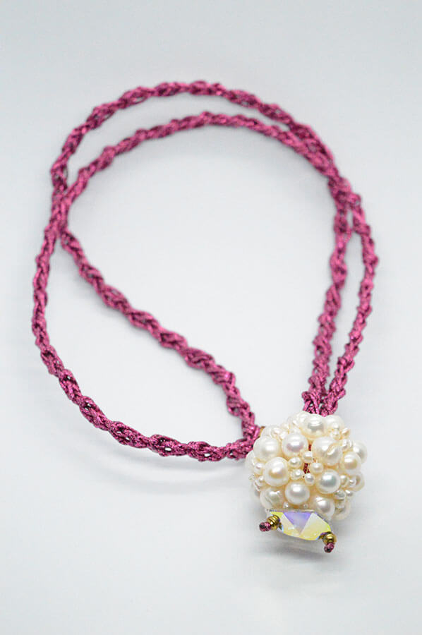 pearls pink necklace