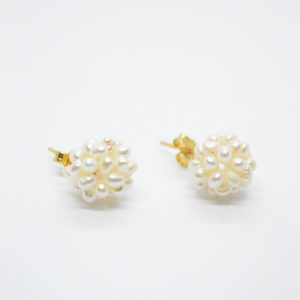 white pearls gold earrings