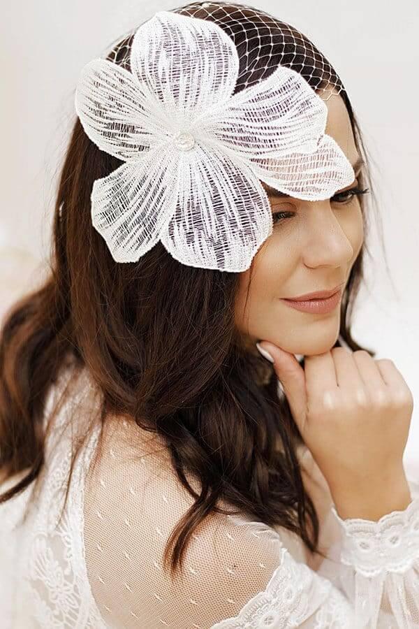 λευκό λουλούδι μαλλιών γυναίκα νύφη