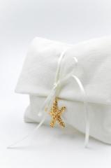 μπομπονιέρα λευκή χρυσός αστερίας