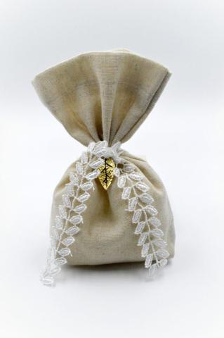 μπεζ πουγκί λευκή δαντέλα χρυσό φύλλο