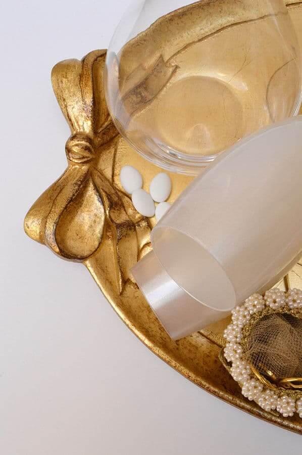 δίσκος κουφέτα ποτήρια καράφα μαργαριτάρια